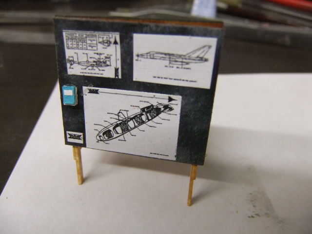 2 x CF-105 ARROW 'd'HOBBYCRAFT 1/48 avec quelque modification +Hanguar FFM+Hanguar de lancement des Bomarc - Page 13 Dscf6100