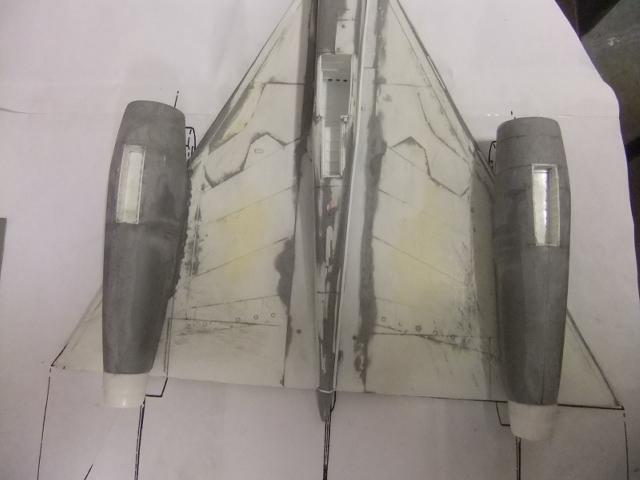 2 x CF-105 ARROW 'd'HOBBYCRAFT 1/48 avec quelque modification +Hanguar FFM+Hanguar de lancement des Bomarc - Page 13 Dscf8478