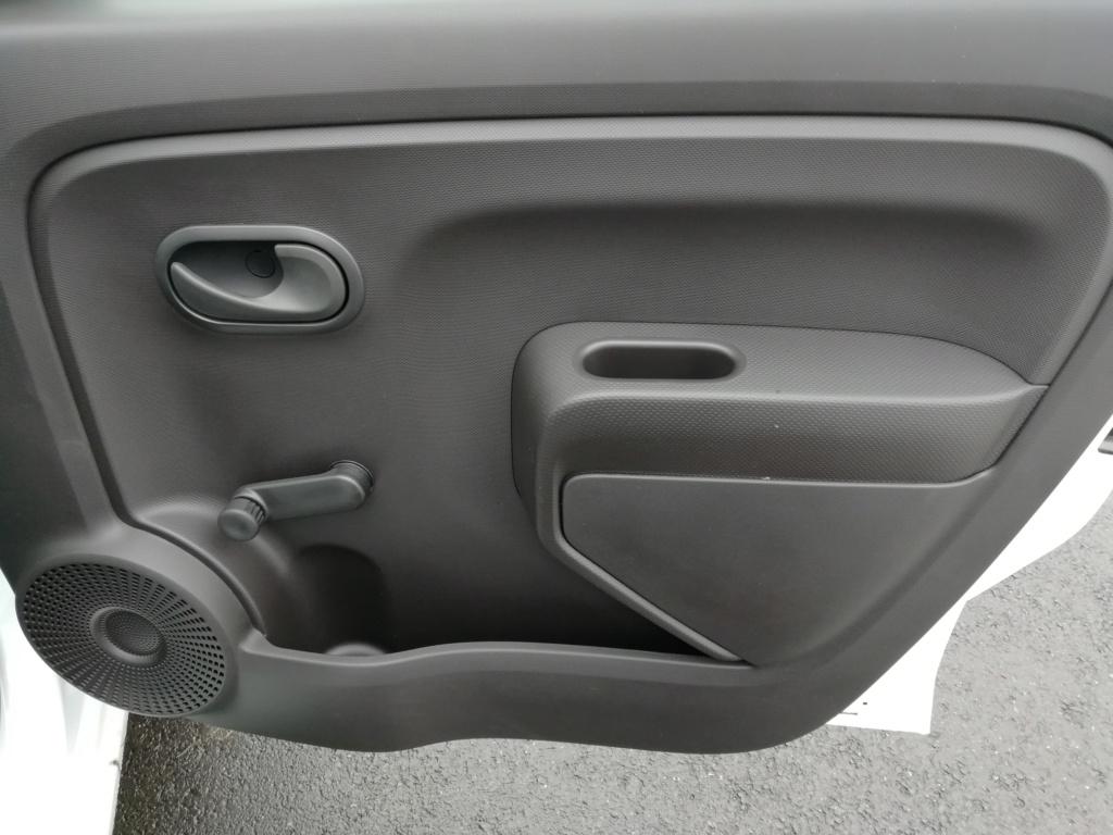 2018 - [Renault] Twingo III restylée - Page 20 Img_2028