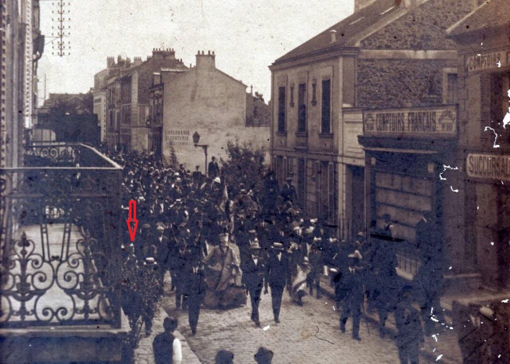 Une rue  de Juvisy,, un défilé, un personnage yeux bandés ....  - Page 2 Mandar10