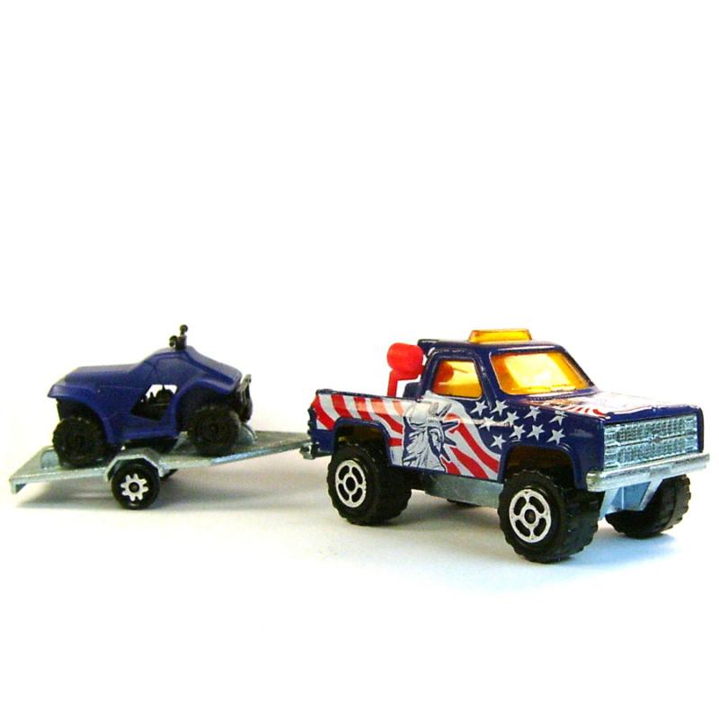 N°335B Chevrolet Blazer + quad 5710