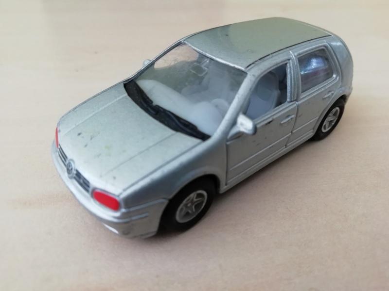 N°8140 VW GOLF IV Img_2045