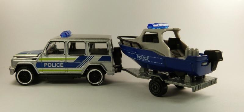 N°R21A Mercedes AMG G63 + bateau police P1080625