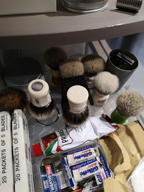 Y'a quoi dans votre armoire a rasage - Page 32 Img_2190