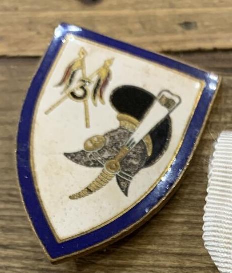 Insigne Drago à identifier avec casque de cuirassier 2 flammes et numéro 3  S-l16010