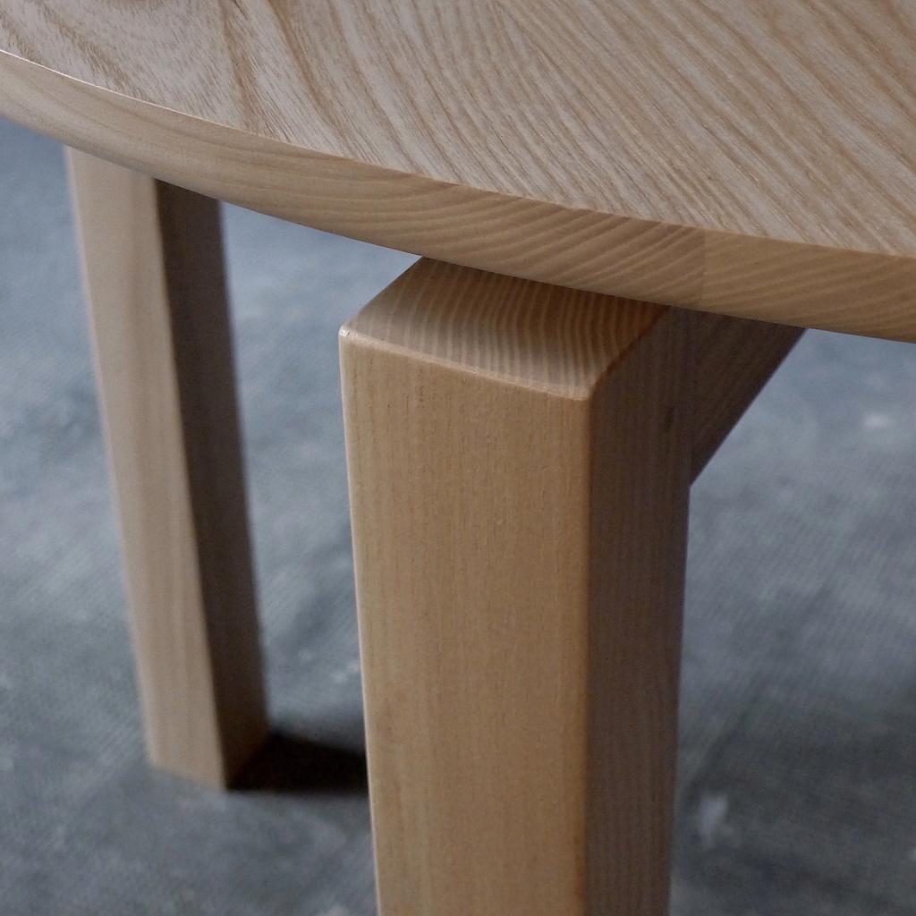 Petite table ronde L1050310