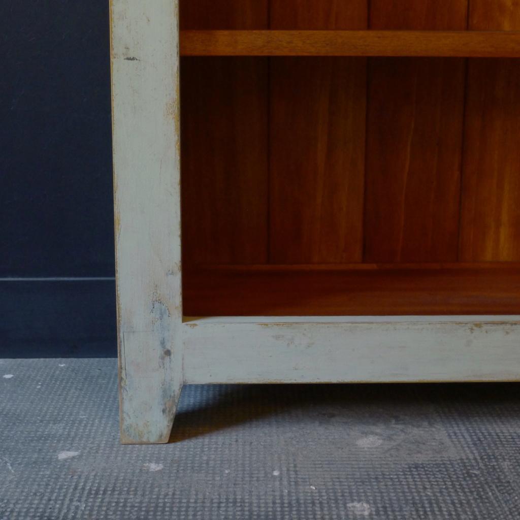 Bibliothèque patinée  L1050313