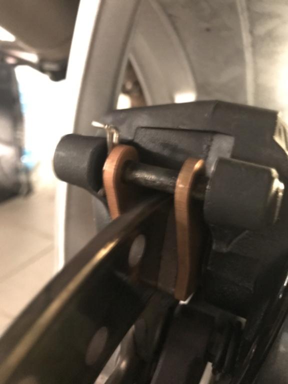 Changement plaquette arrière F800GT Img_7410