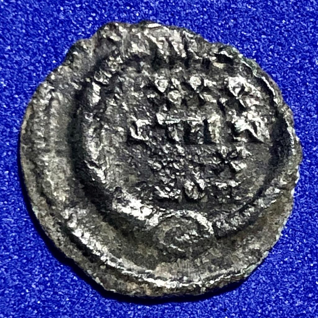 AE4 o centenional de Constancio II. VOT XX MVLT XXX. 211