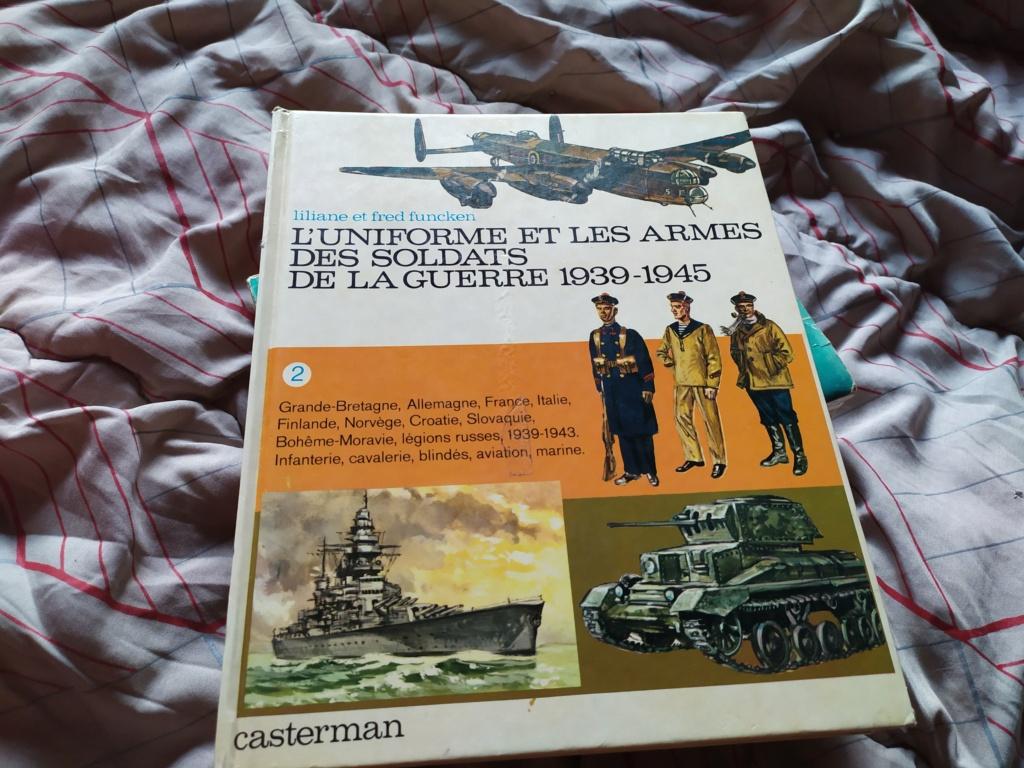 Livre Uniformes et Armes Seconde guerre  15963911