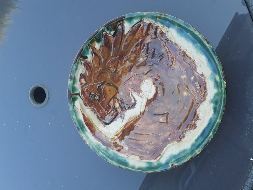 Lion bowl, marked EM ? 20200412