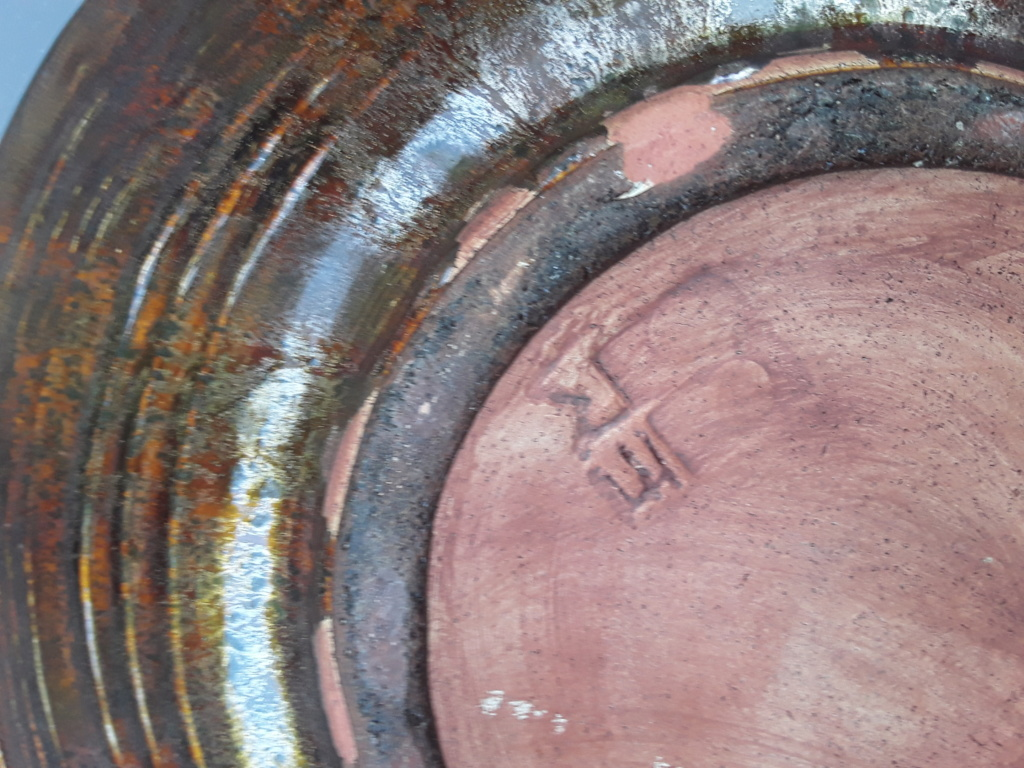 Lion bowl, marked EM ? 20200413