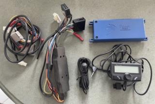 2 autoradios/lecteur CD et un kit Parrot 2266c410