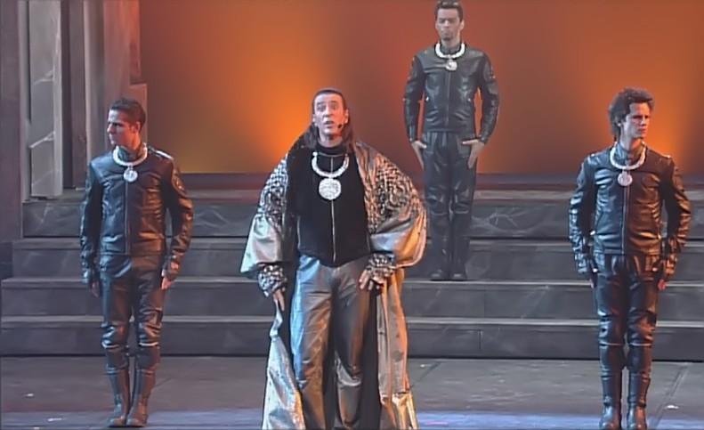 """[Captures DVD] Nuno dans la chanson """"Verone"""" - Page 2 Sans_t15"""