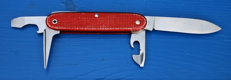 Evolution du couteau du soldat suisse Wenger46