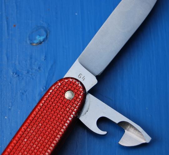 Evolution du couteau du soldat suisse Wenger47
