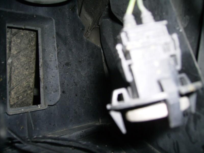 [BMW 318 is E36] Problème de température extérieure Pict0010