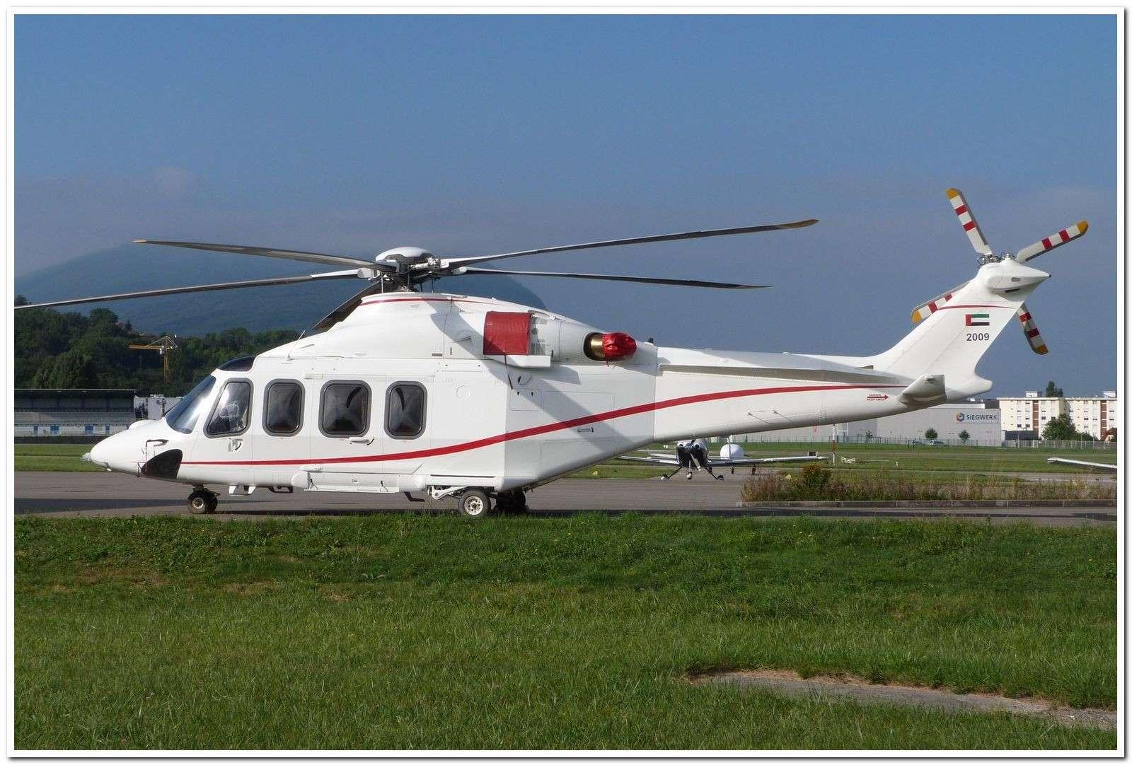 [29/07 - 16/08/2012] : Annemasse, Courchevel, Annecy, Chamonix... : Hélicos et avions dans les Alpes , le retour! Agusta12