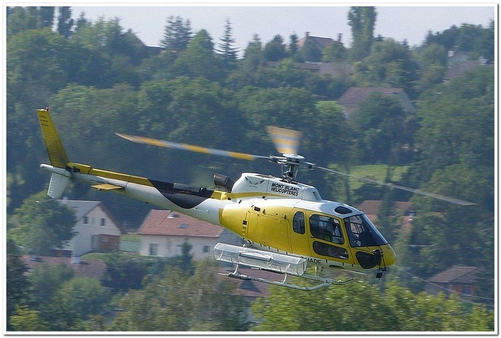 [29/07 - 16/08/2012] : Annemasse, Courchevel, Annecy, Chamonix... : Hélicos et avions dans les Alpes , le retour! As350_10