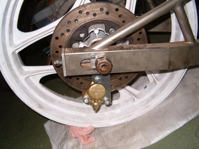 BEAU GOMMARD POUR VRAIE MACHINE DE COURSE - Page 2 Hpim5014