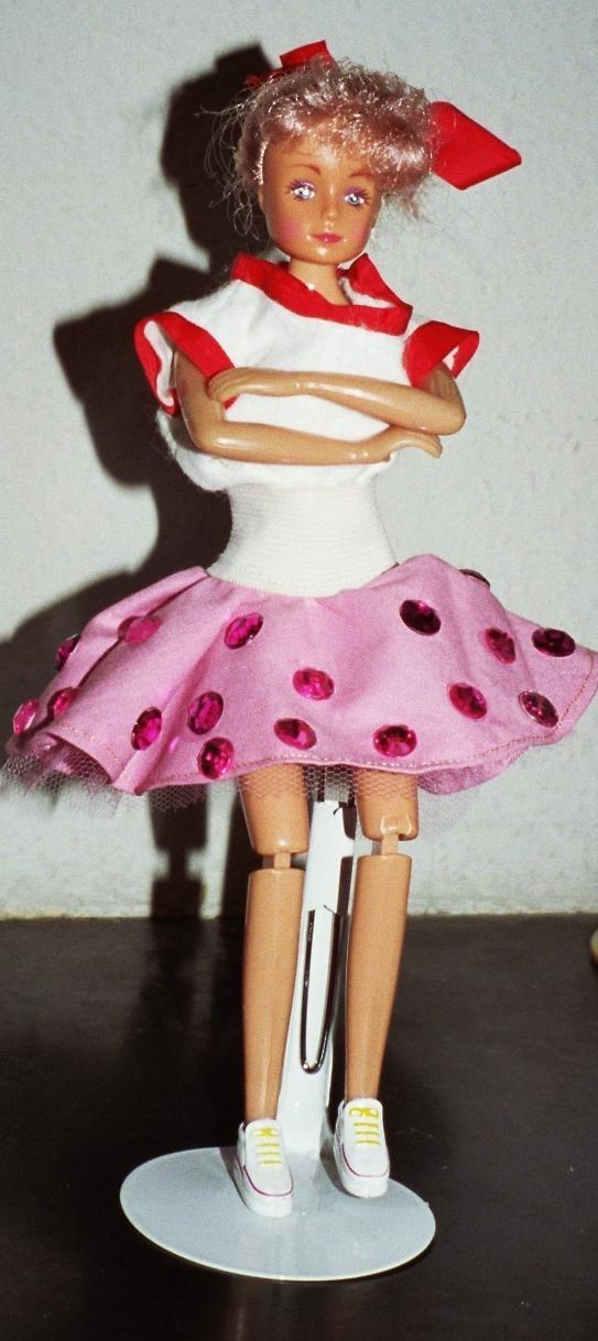 relookage de 2 Barbies achetées au marché aux puces Habit_11