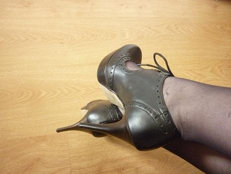 Parce que les filles, ça aime les poupées et les chaussures - Page 63 P1030913