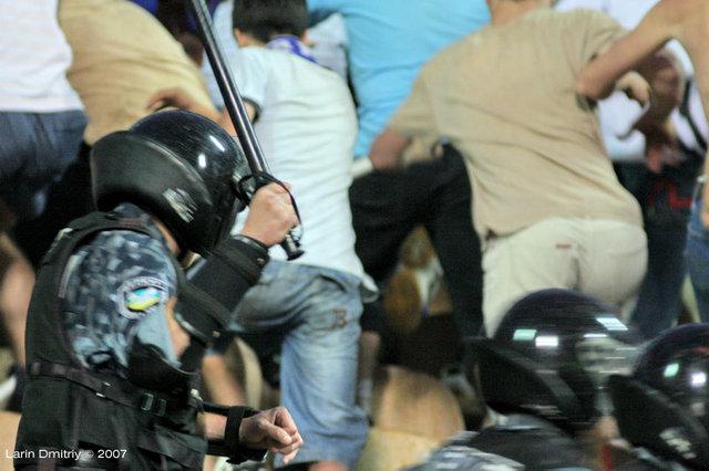 Les ultras et la police - Page 2 Din-sh10