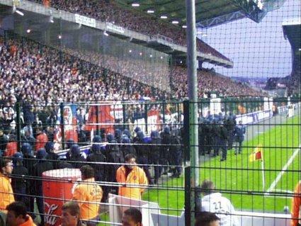 Les ultras et la police - Page 2 Parisi10