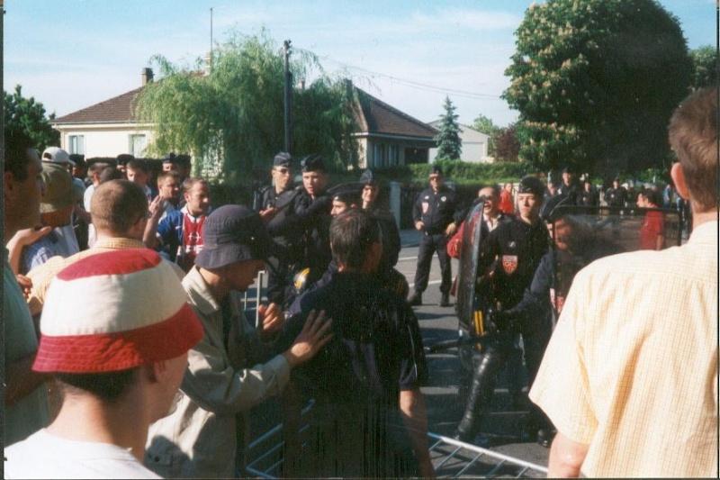 Les ultras et la police - Page 2 Troyes10