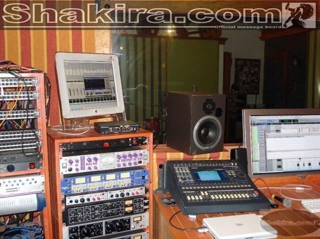 CENTRO DE INFORMACION DEL NUEVO ALBUM DE SHAKIRA (ACTUALIZADO CON 4 FOTOS NUEVAS) 11 de Enero, 2009 Studio10