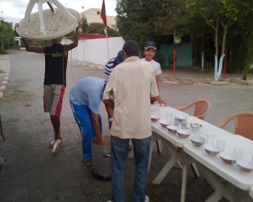 """جمعية المنار بحد الغربية تسهر على تنفيذ برنامج """"إفطار عابر سبيل"""" الذي تنظمه كل سنة في شهر رمضان 14082013"""