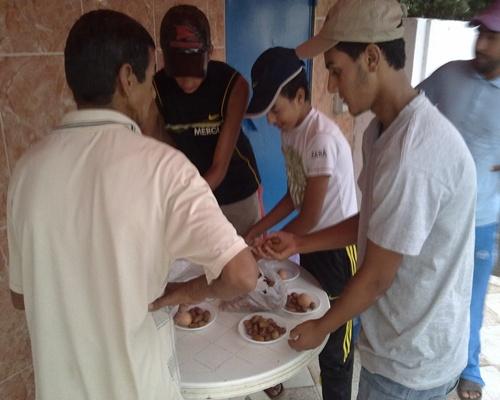 """جمعية المنار بحد الغربية تسهر على تنفيذ برنامج """"إفطار عابر سبيل"""" الذي تنظمه كل سنة في شهر رمضان 14082014"""