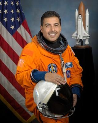 L'astronaute Jose Hernandez quitte la NASA Jsc20010