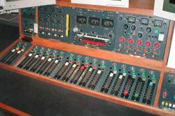 تجهيزات استوديوهات التلفزيون 250px-10