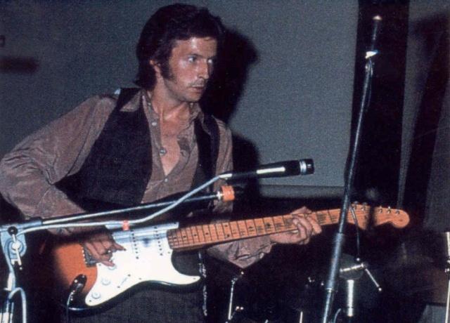 Les 1000 visages d'Eric Clapton - Page 4 Image_79