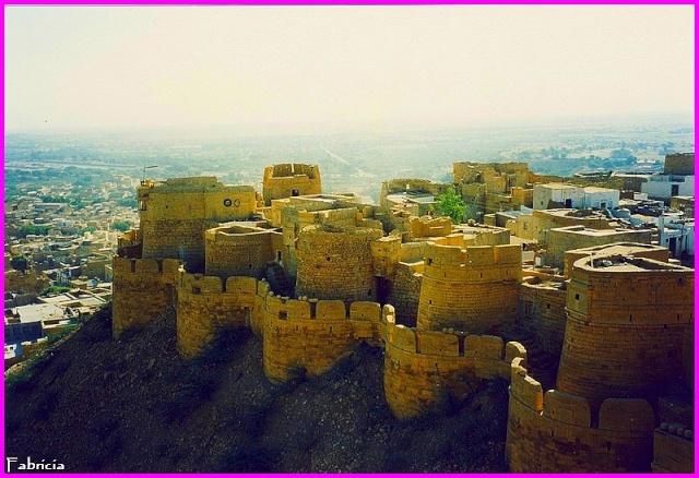Monuments, gares, châteaux,... dans le monde - Page 7 Jaisal10