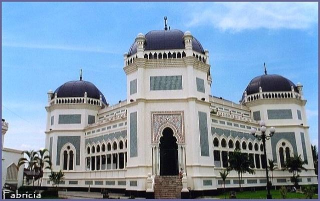 Monuments, gares, châteaux,... dans le monde - Page 7 Medan_11