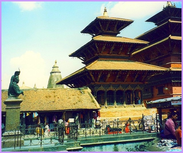 Monuments, gares, châteaux,... dans le monde - Page 7 Nepal_10