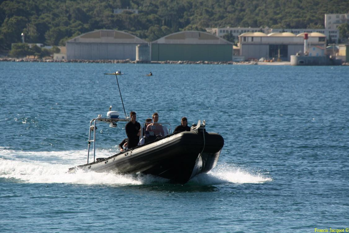 [LES PORTS MILITAIRES DE MÉTROPOLE] Mouvements de Bâtiments dans la rade de Toulon - Page 2 0810
