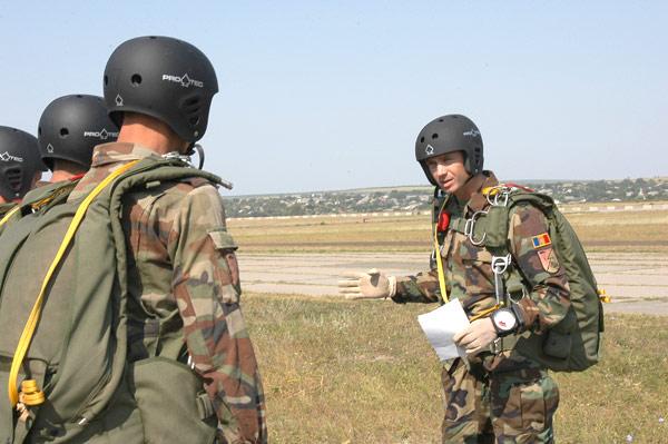 Forces armées moldaves - Page 2 19937910