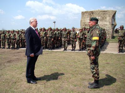 Forces armées moldaves - Page 2 20090411