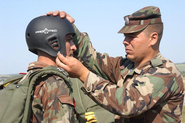 Forces armées moldaves - Page 2 23983510