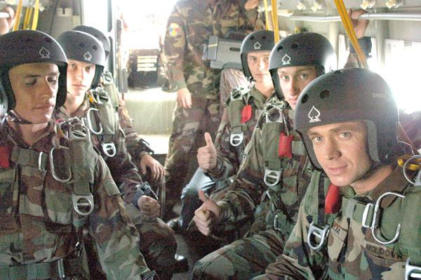 Forces armées moldaves - Page 2 81772910