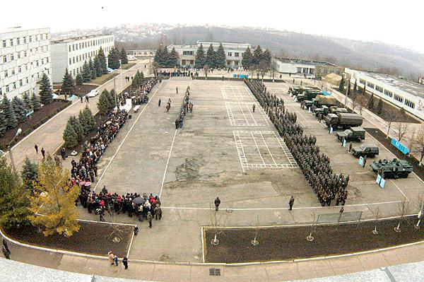 Forces armées moldaves - Page 2 Image210