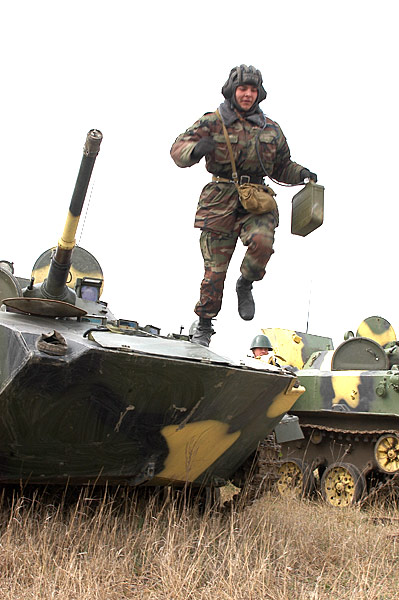 Forces armées moldaves - Page 2 Image216