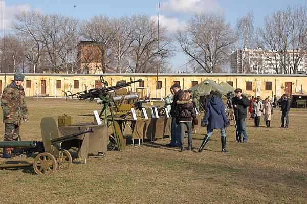 Forces armées moldaves - Page 2 Image217