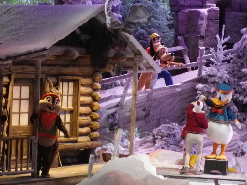 Le Noël Enchanté Disney (du 9 novembre 2012 au 6 janvier 2013) - Page 2 Imgp1111