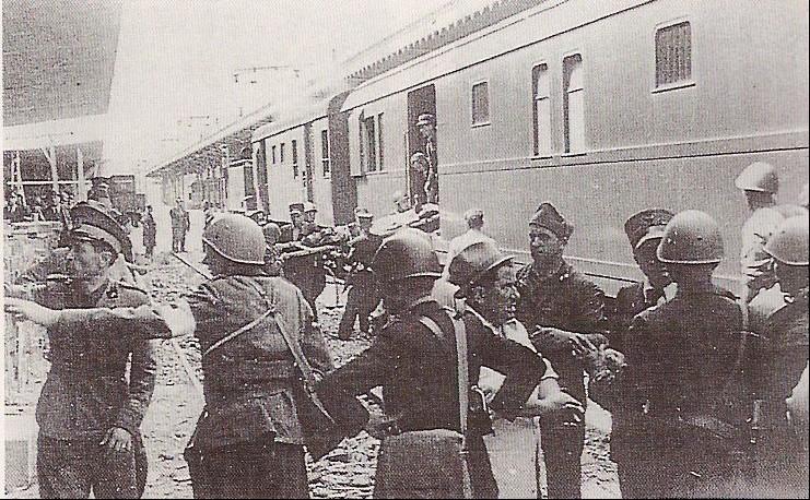 Trains blindés italiens Ta252012