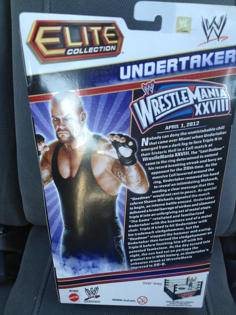 Toys'Rus Wrestlemania 28 Undertaker Exclusive figure Upload11