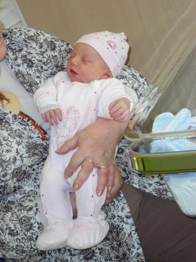 Félicitations katty, la petite Célia est née.... Dsc00010